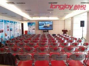朗悦科技为新华社提供交互式大屏显示设备