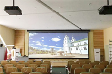 日立DLP工程投影机拼融方案升级学校多功能厅